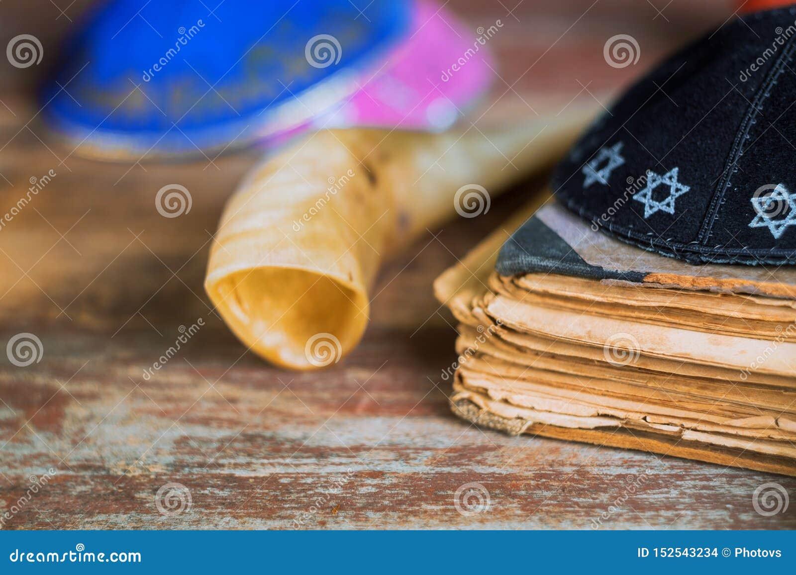 Cuerno del shofar, de Shemini Atzeret Shmini Atzeret y de Simchat Torah del día de fiesta judío de Yom Kippur, del Año Nuevo de R