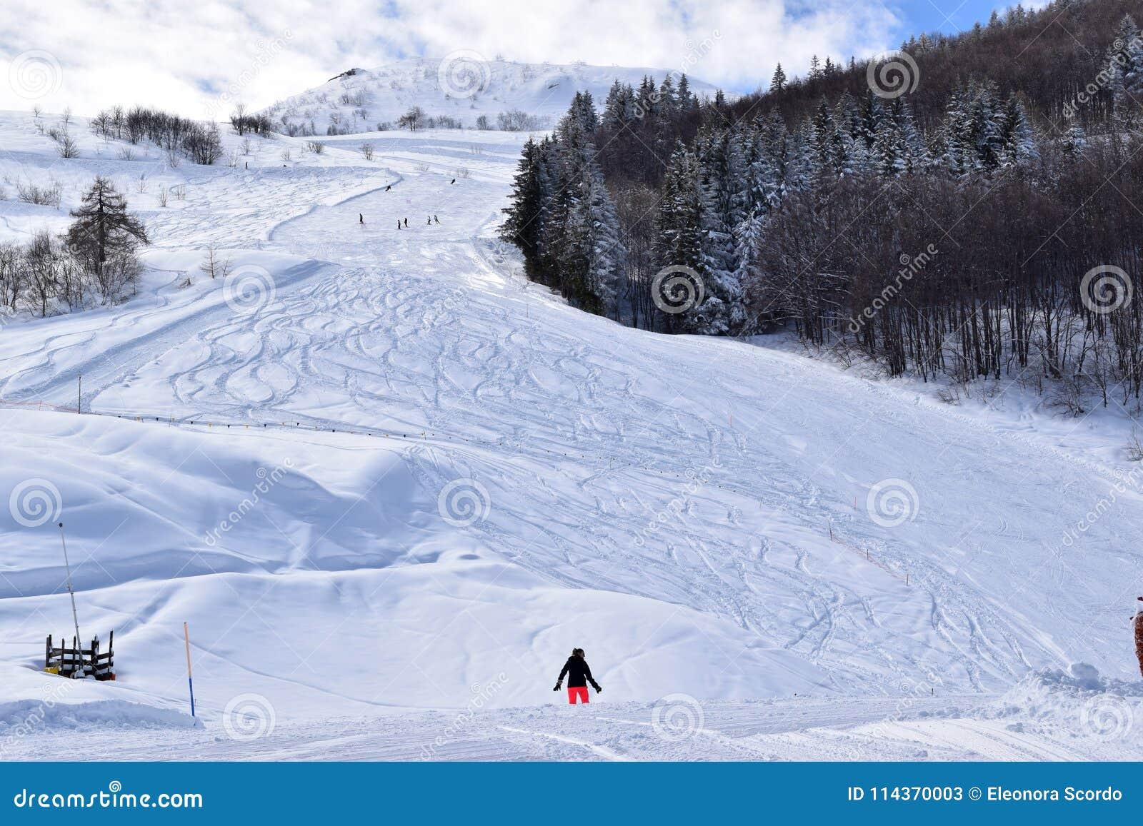Cuestas y esquiadores del esquí