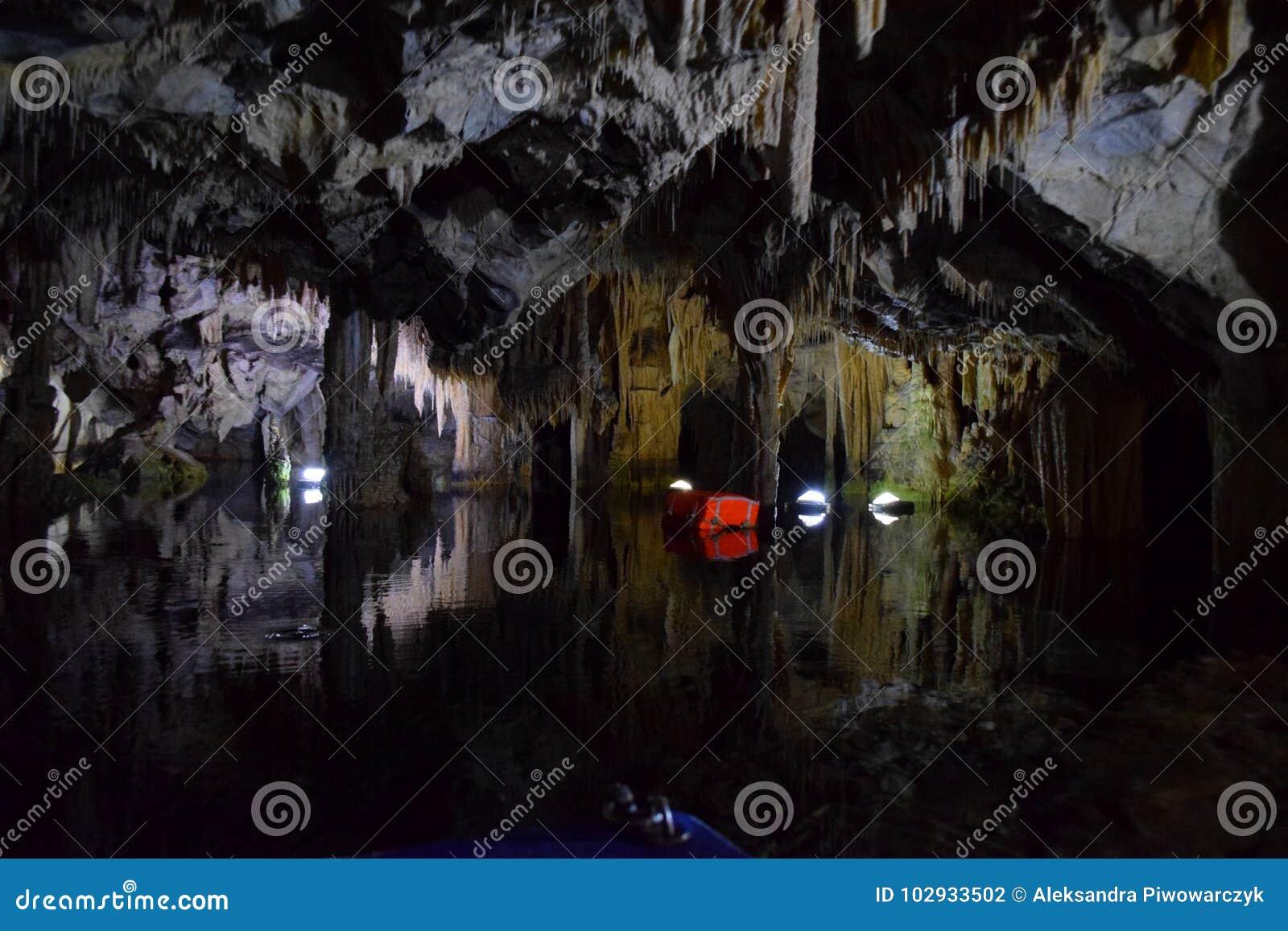 Cueva de Diros, Grecia