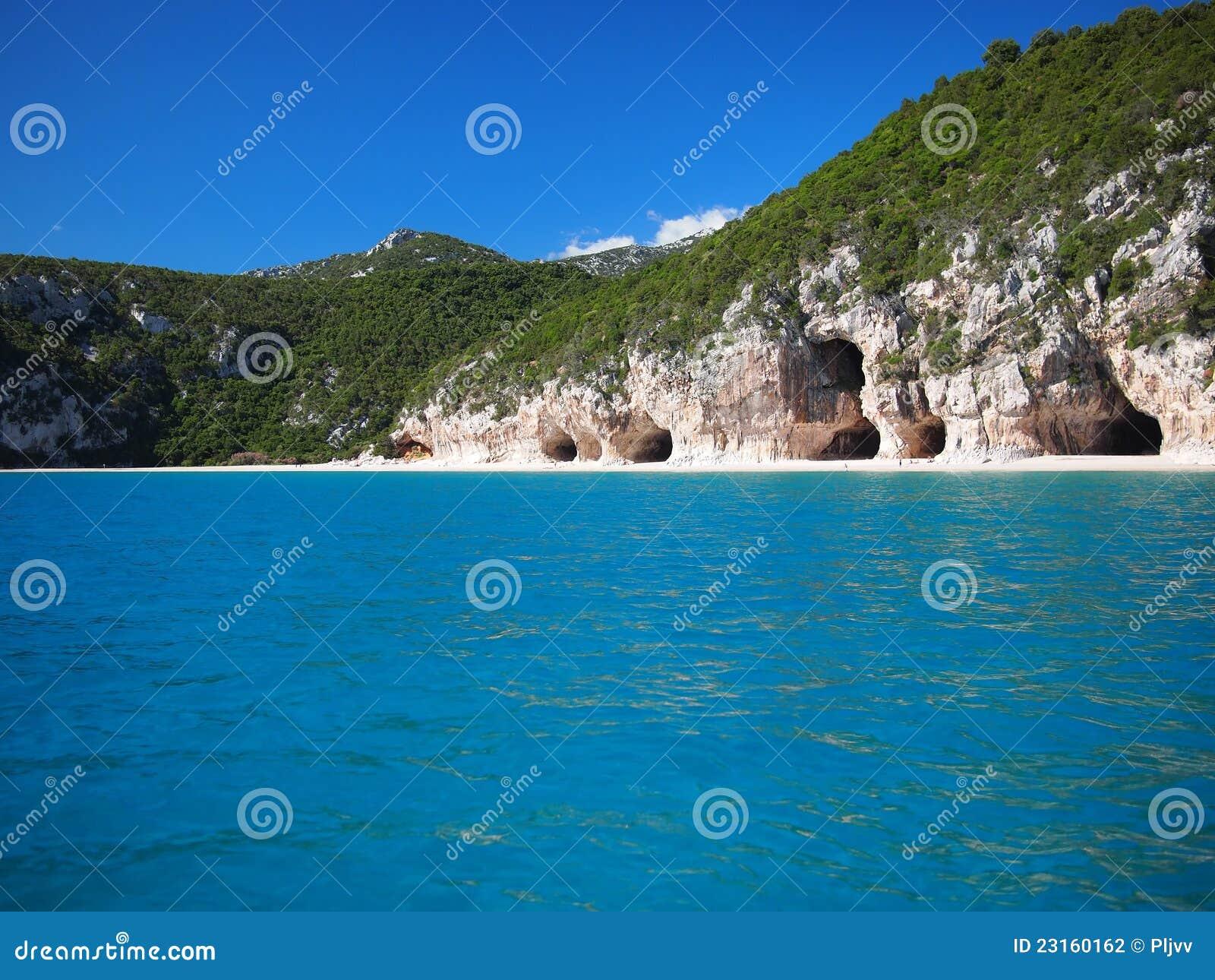 a628d42cc16cd Cuevas Características De La Playa De Cala Luna Foto de archivo ...
