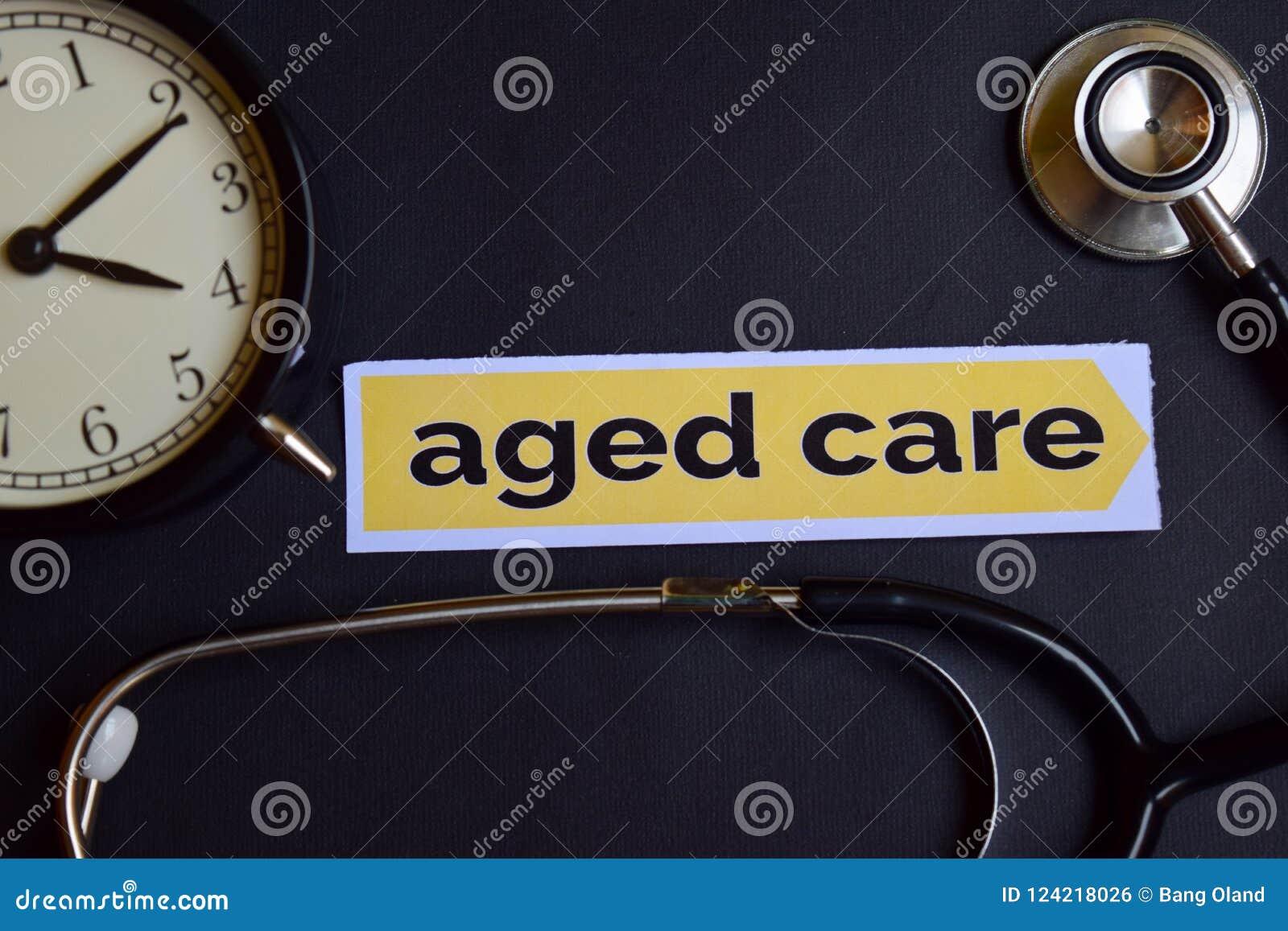 Cuidado envejecido en el papel de la impresión con la inspiración del concepto de la atención sanitaria despertador, estetoscopio