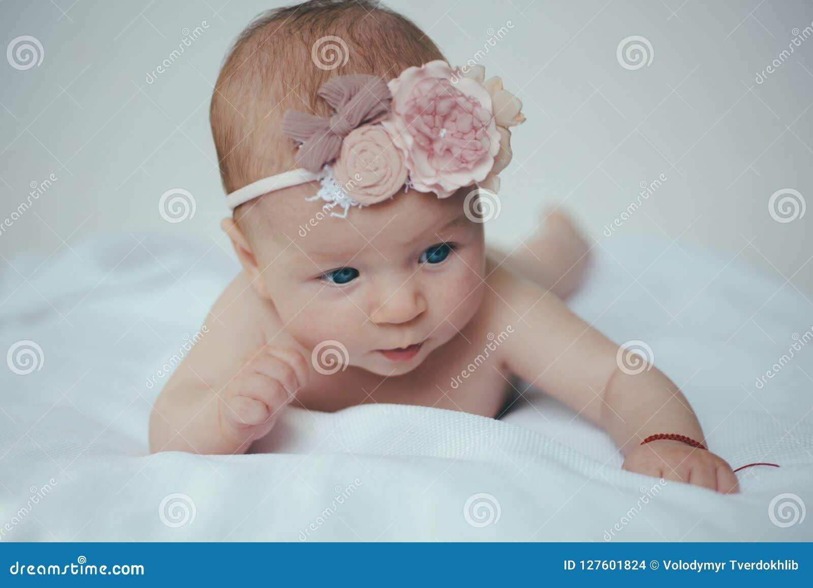 Cuidado recién nacido del bebé Tratamiento recién nacido del cuerpo o del skincare Skincare es mi rutina diaria Productos aprobad