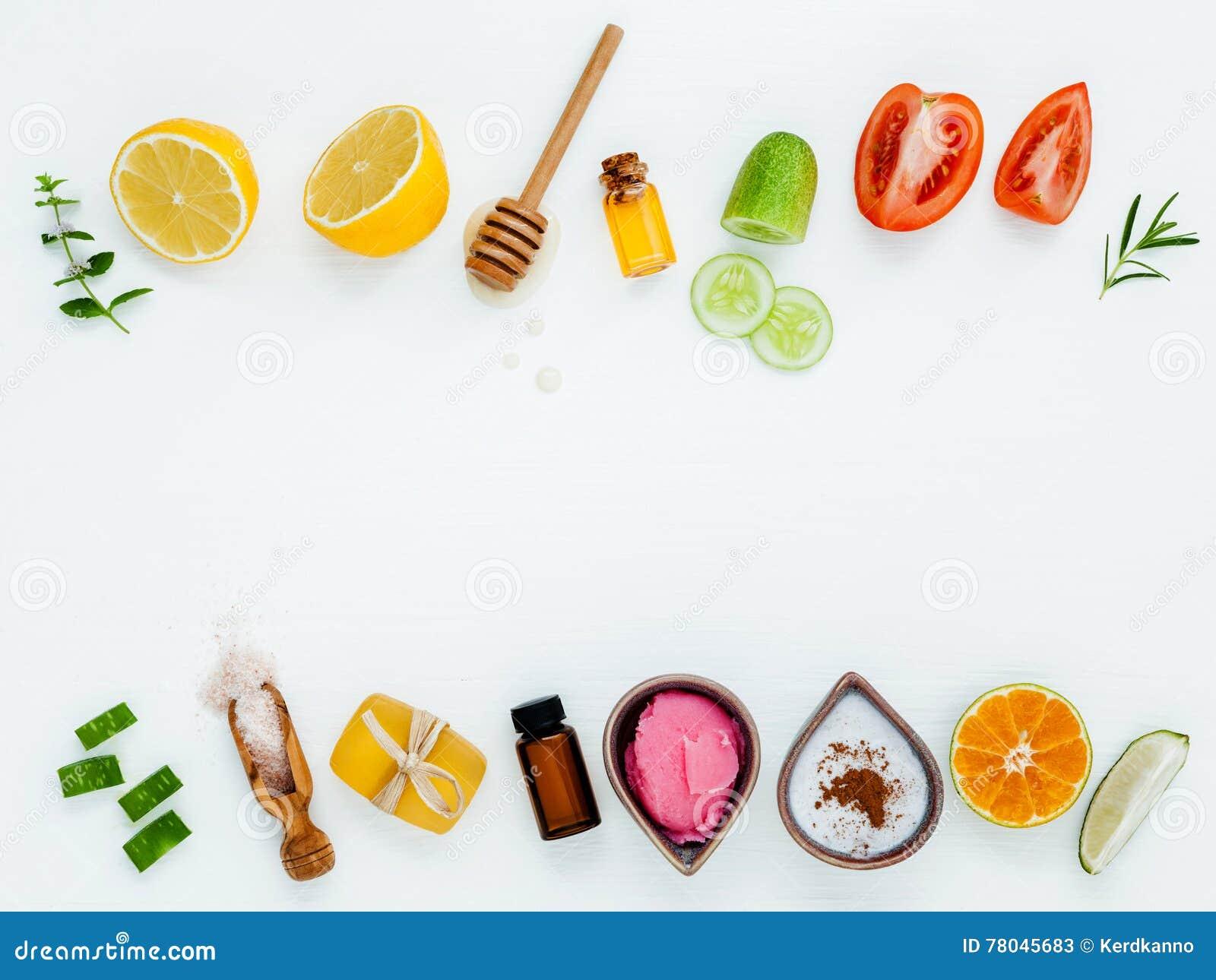 Cuidado y exfoliantes corporales hechos en casa de piel con áloe natural de los ingredientes