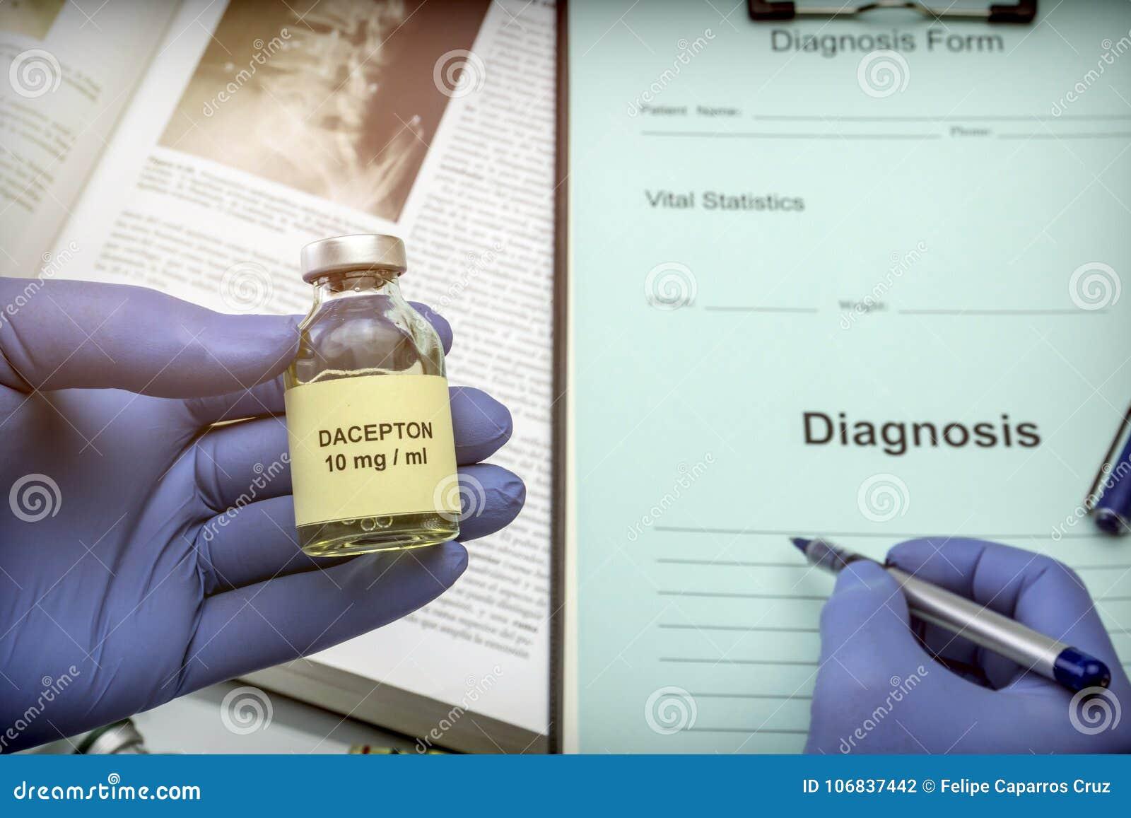 Cuide el frasco sujeto con la medicación para la enfermedad del ` s de Parkinson en un hospital