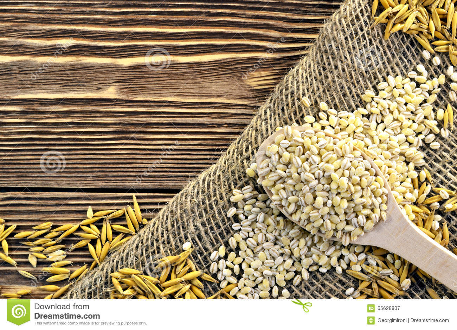 Cuillère avec le grain
