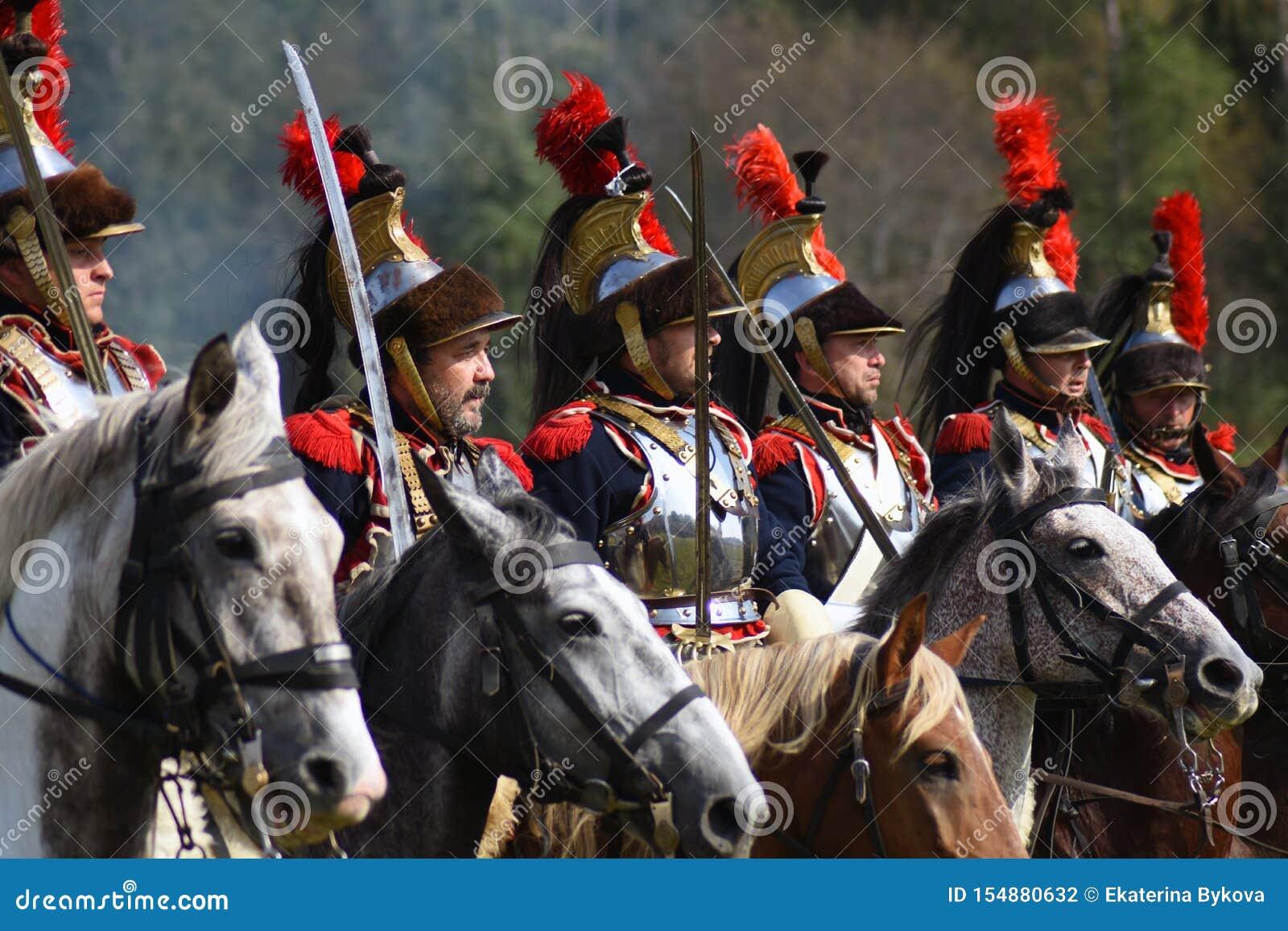Cuirassiers de Reenactors à la reconstitution historique de bataille de Borodino en Russie