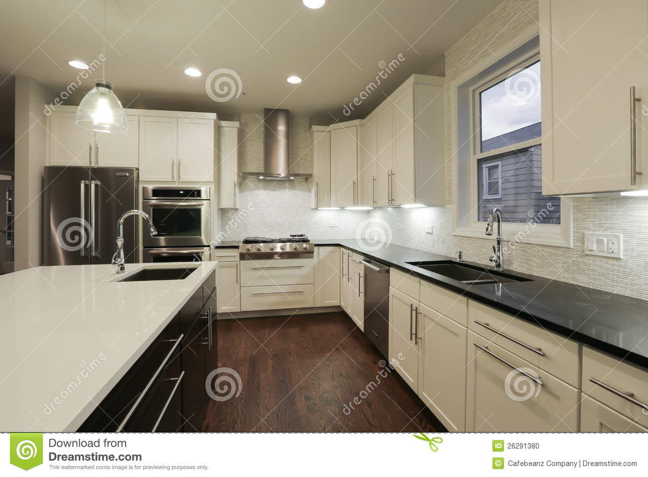 Cuisine la maison neuve photo stock image 26291380 for Agencement interieur maison
