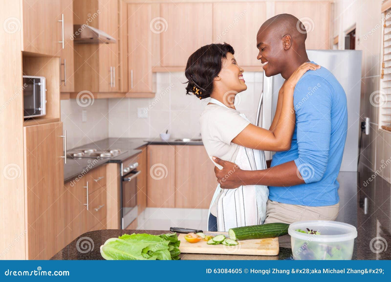 Download Cuisine Africaine D'embrassement De Couples Image stock - Image du ethnique, afro: 63084605