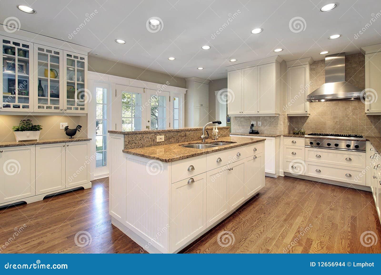 Cuisine avec l'île de marbre images stock   image: 12656944