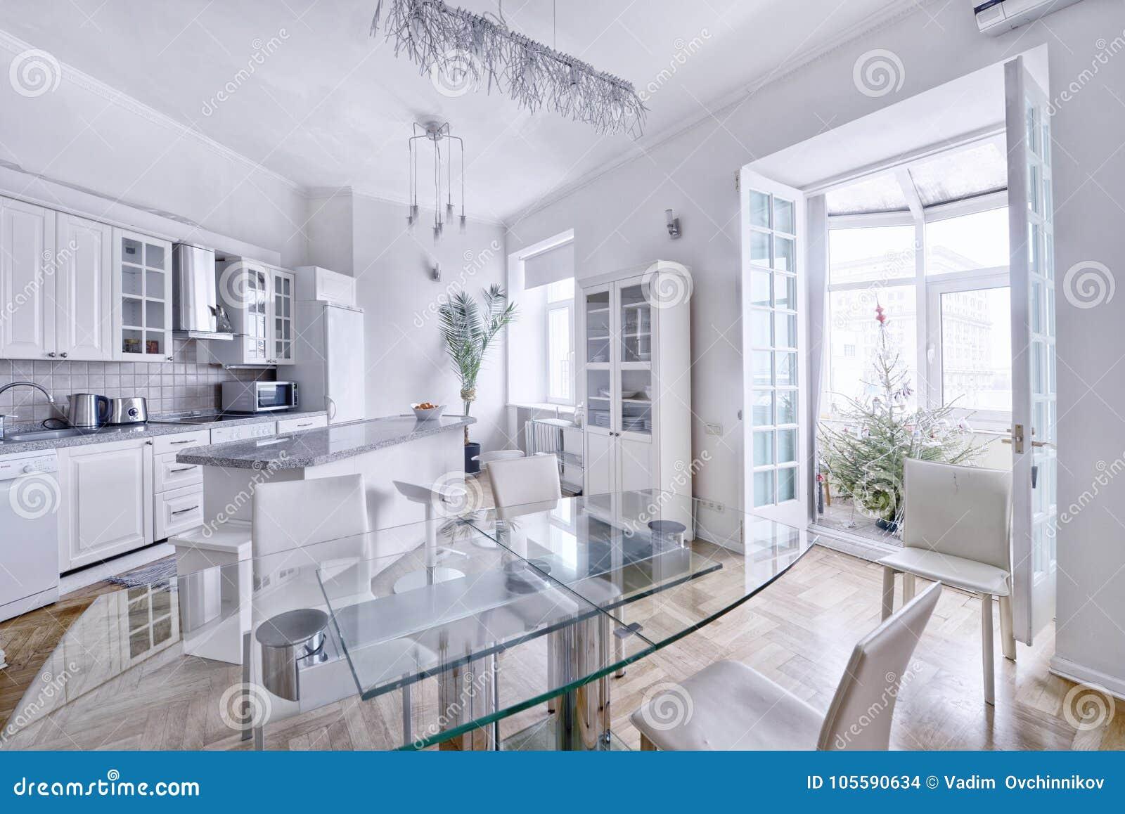 42514bbf2a4c66 Cuisine Blanche De Conception Moderne Dans Un Appartement Spacieux ...