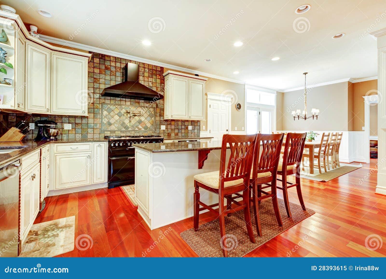 Cuisine blanche de luxe avec le bois dur de cerise et le for Cuisine de luxe blanche