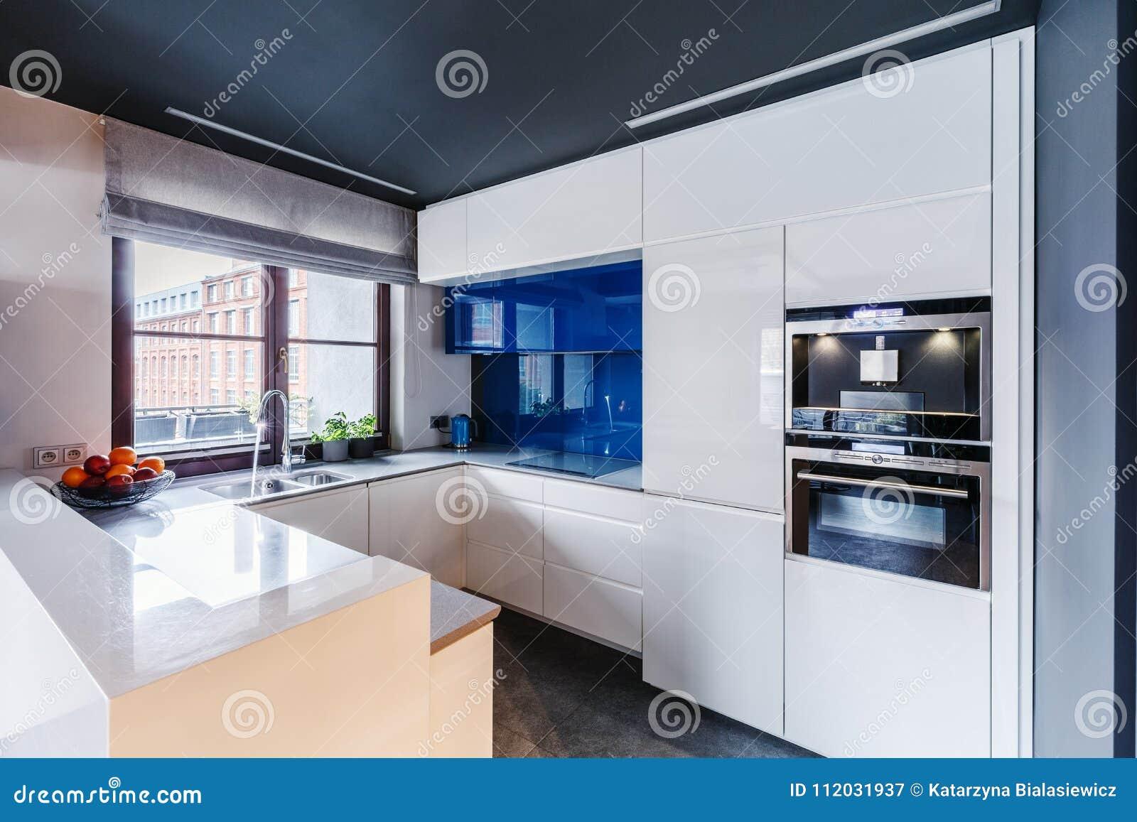 Cuisine Blanche Et Bleu cuisine blanche et bleue image stock. image du bleu - 112031937