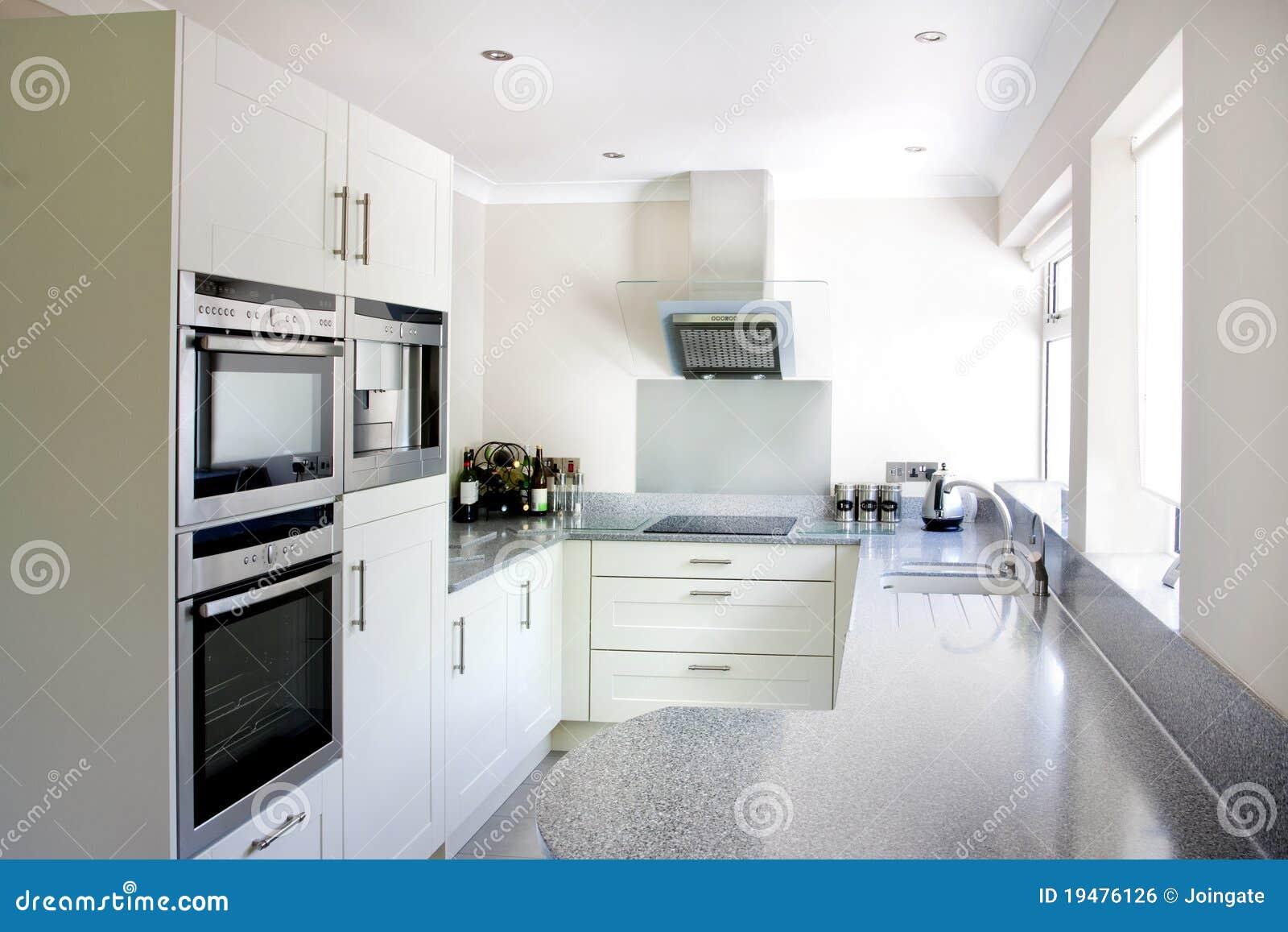 Chambre A Coucher Couleur : Cuisine Blanche Moderne Image libre de droits  Image 19476126