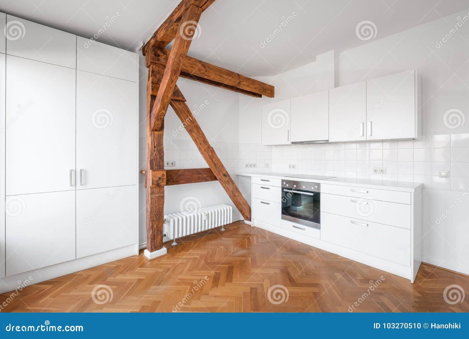 Cuisine Blanche Moderne Dans L Appartement Terrasse Plat Avec Le