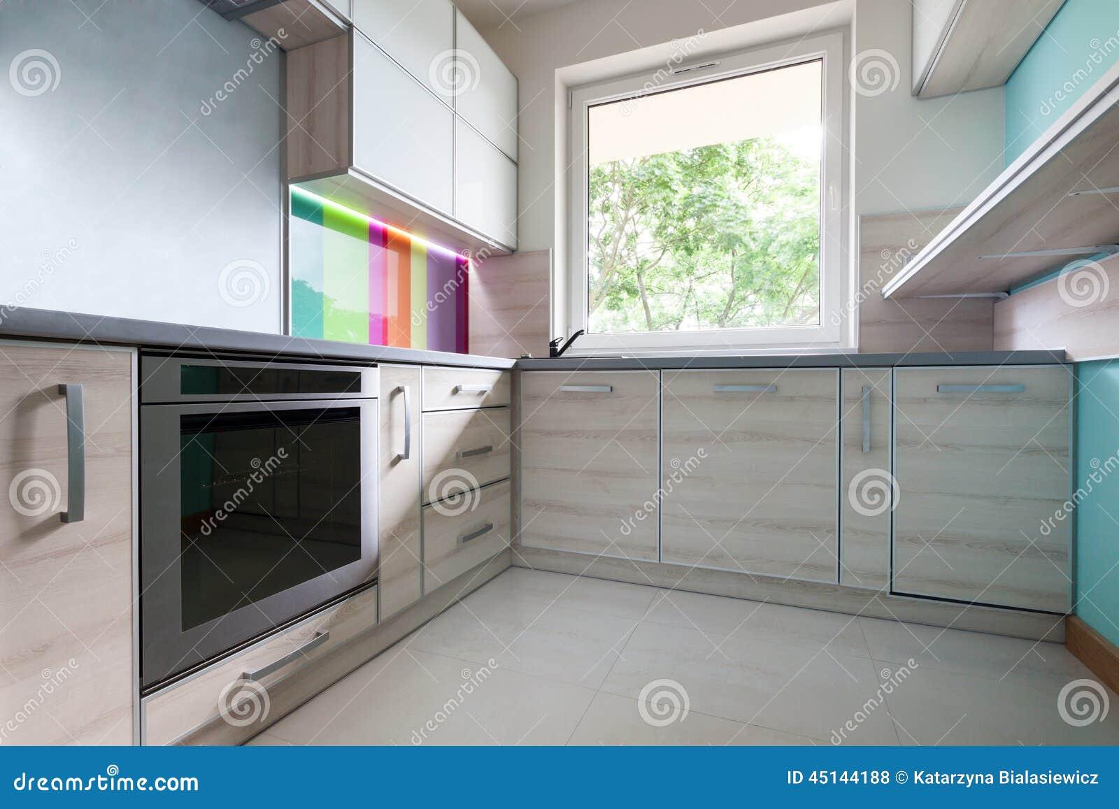 cuisine color e lumineuse moderne photo stock image du maison d corer 45144188. Black Bedroom Furniture Sets. Home Design Ideas