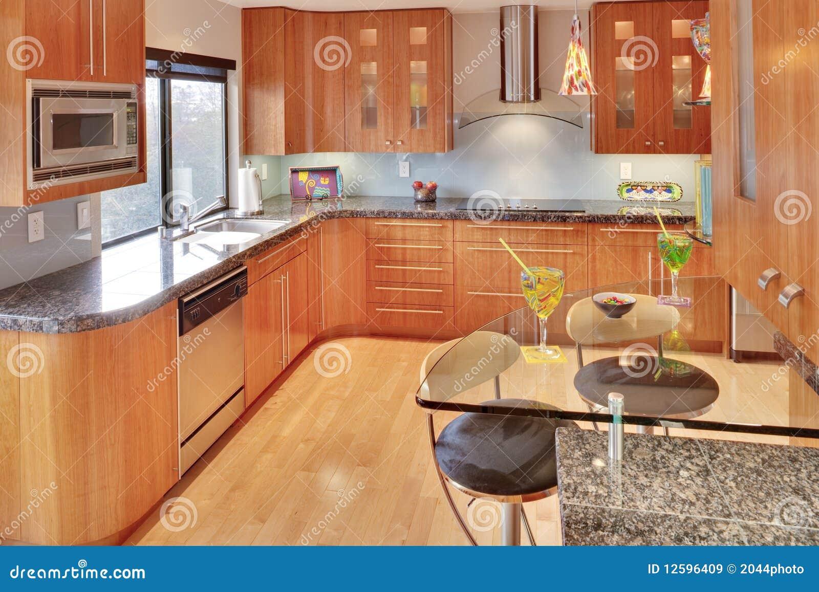 Cuisine contemporaine moderne superbe images libres de for Modele cuisine bois moderne