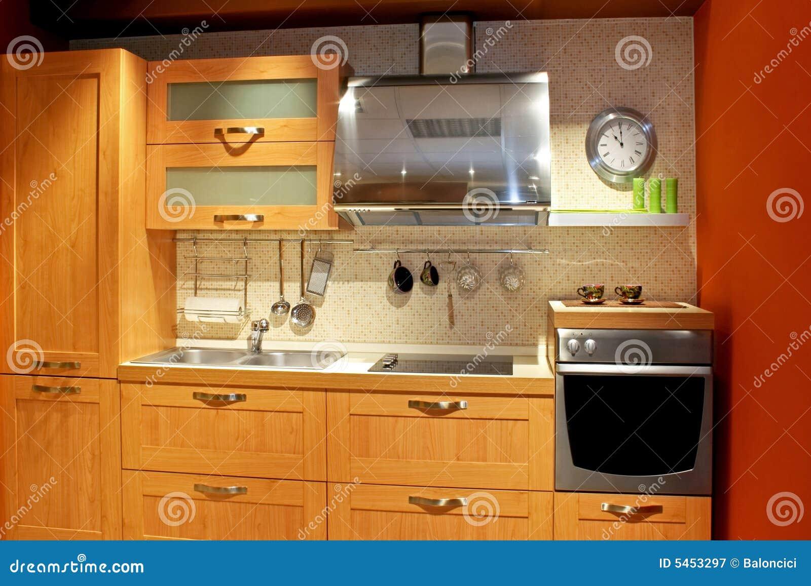 Cuisine d 39 appartement photographie stock libre de droits image 5453297 - Cuisine d appartement ...