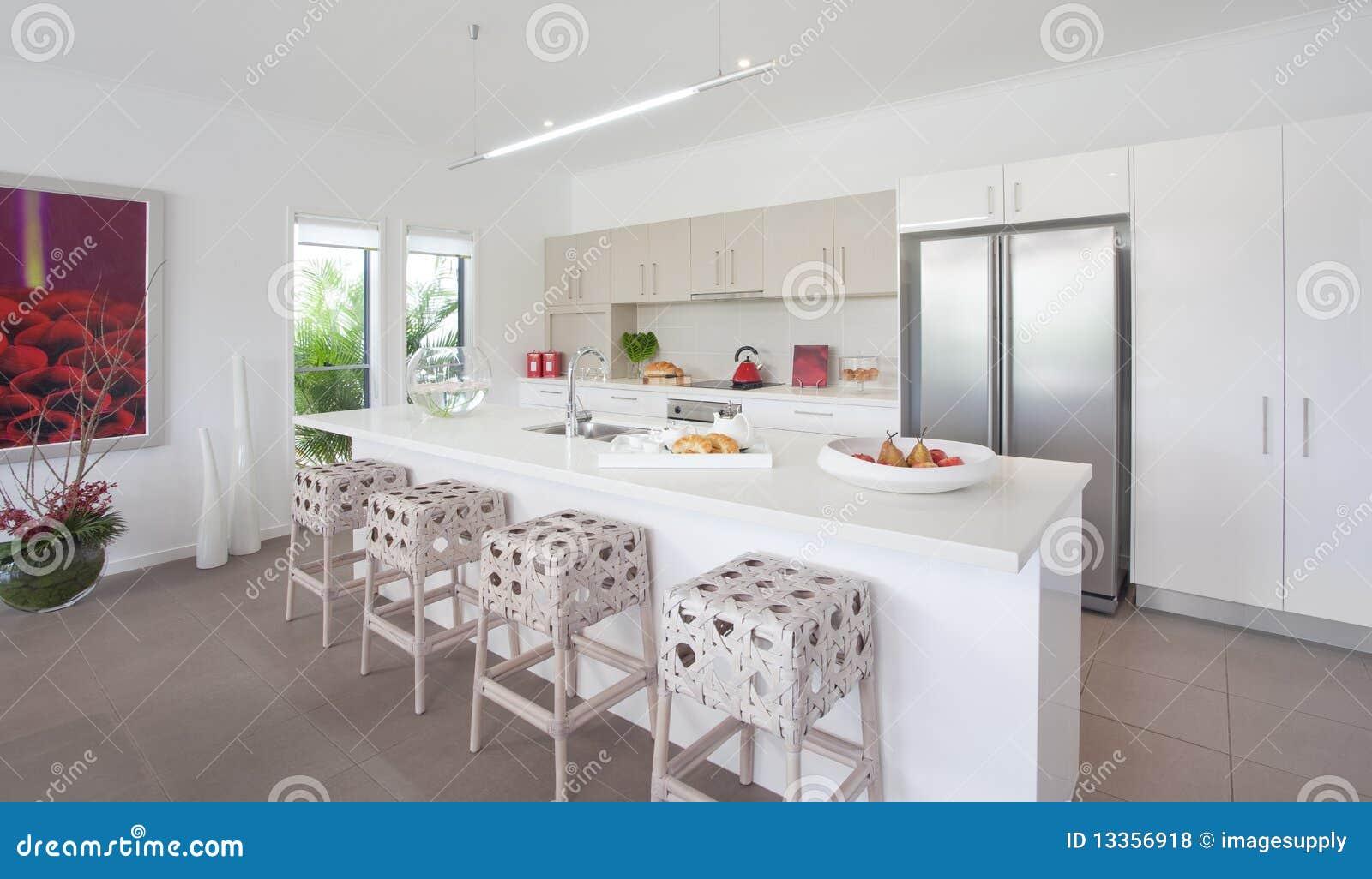 Maison neuve moderne maison de luxe moderne neuve de for Maison moderne urbaine