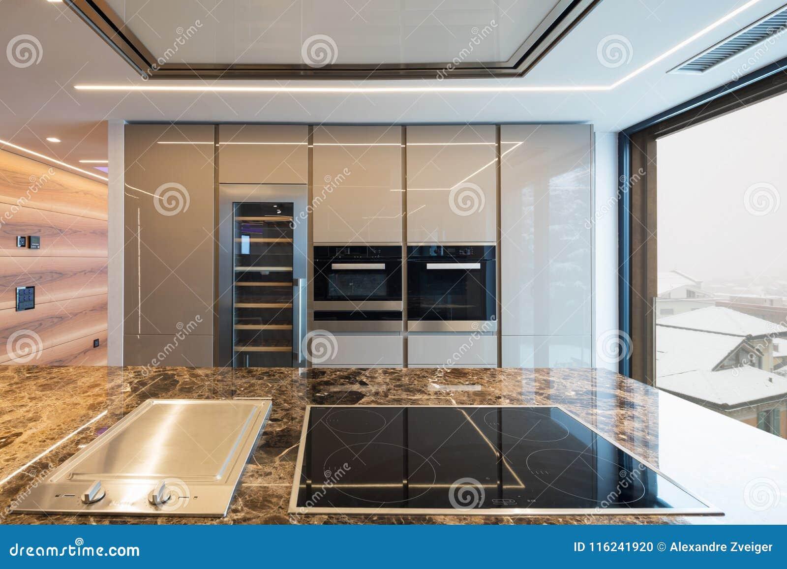 Plan De Cuisine En Marbre cuisine de marbre moderne avec l'île photo stock - image du