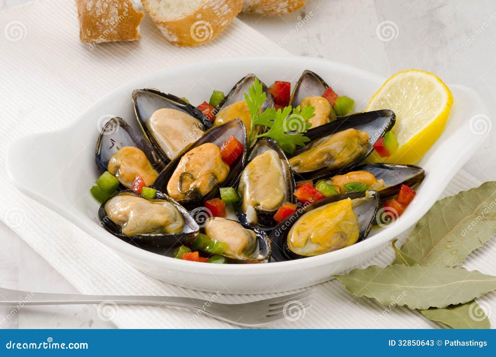 Cuisine espagnole moules en sauce mejillones une la - Cuisine espagnole tapas ...