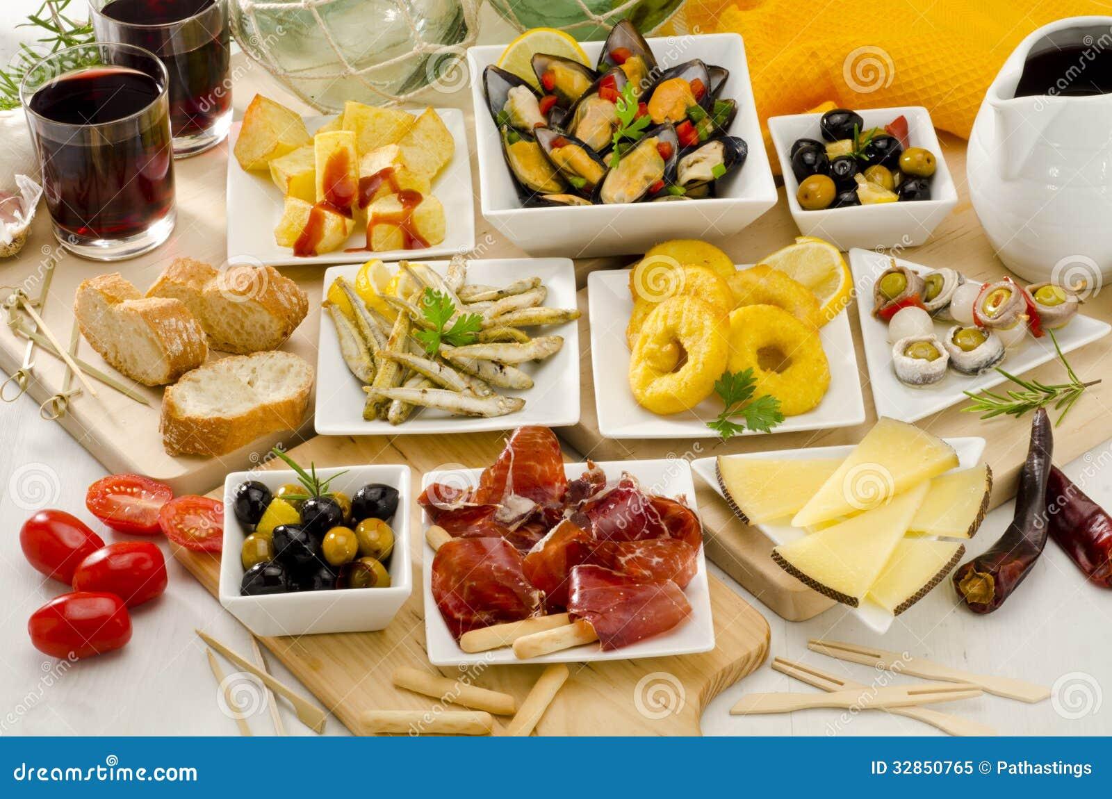 Cuisine espagnole vari t de tapas des plats blancs - Cuisine espagnole tapas ...