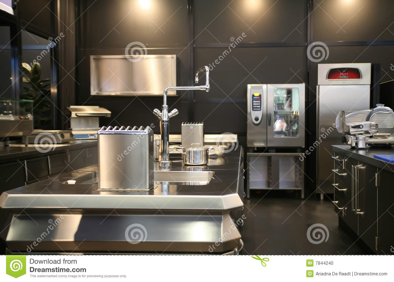 Cuisine industrielle neuve photo stock image 7844240 for Cuisine industrielle restaurant