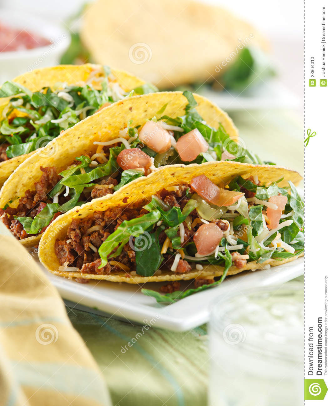 Cuisine mexicaine trois tacos de boeuf photo stock image 23604010 for Cuisine mexicaine
