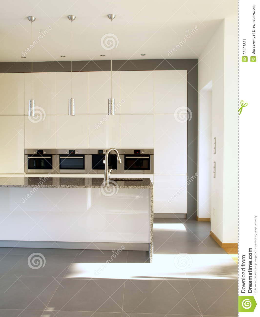 cuisine minimaliste moderne dans le blanc image stock image 22427531. Black Bedroom Furniture Sets. Home Design Ideas