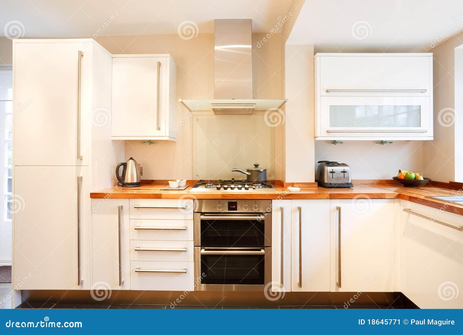 Cuisine moderne image stock image 18645771 for Achat cuisine moderne