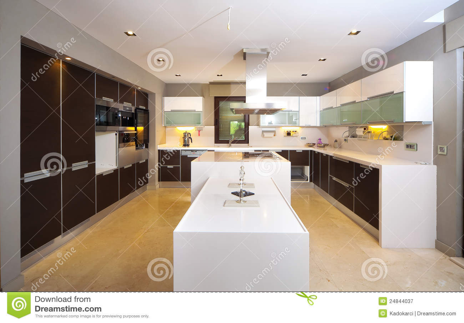 cuisine moderne image stock image du construit int rieur 24844037. Black Bedroom Furniture Sets. Home Design Ideas