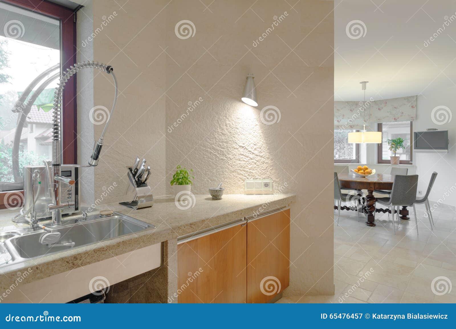 Cuisine Moderne Avec L'équipement Professionnel Photo stock ...