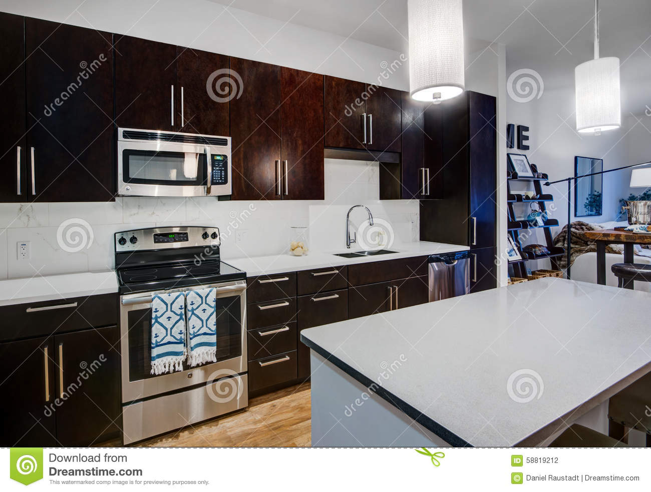 Cuisine moderne d 39 appartement photo stock image 58819212 - Couleur appartement moderne ...