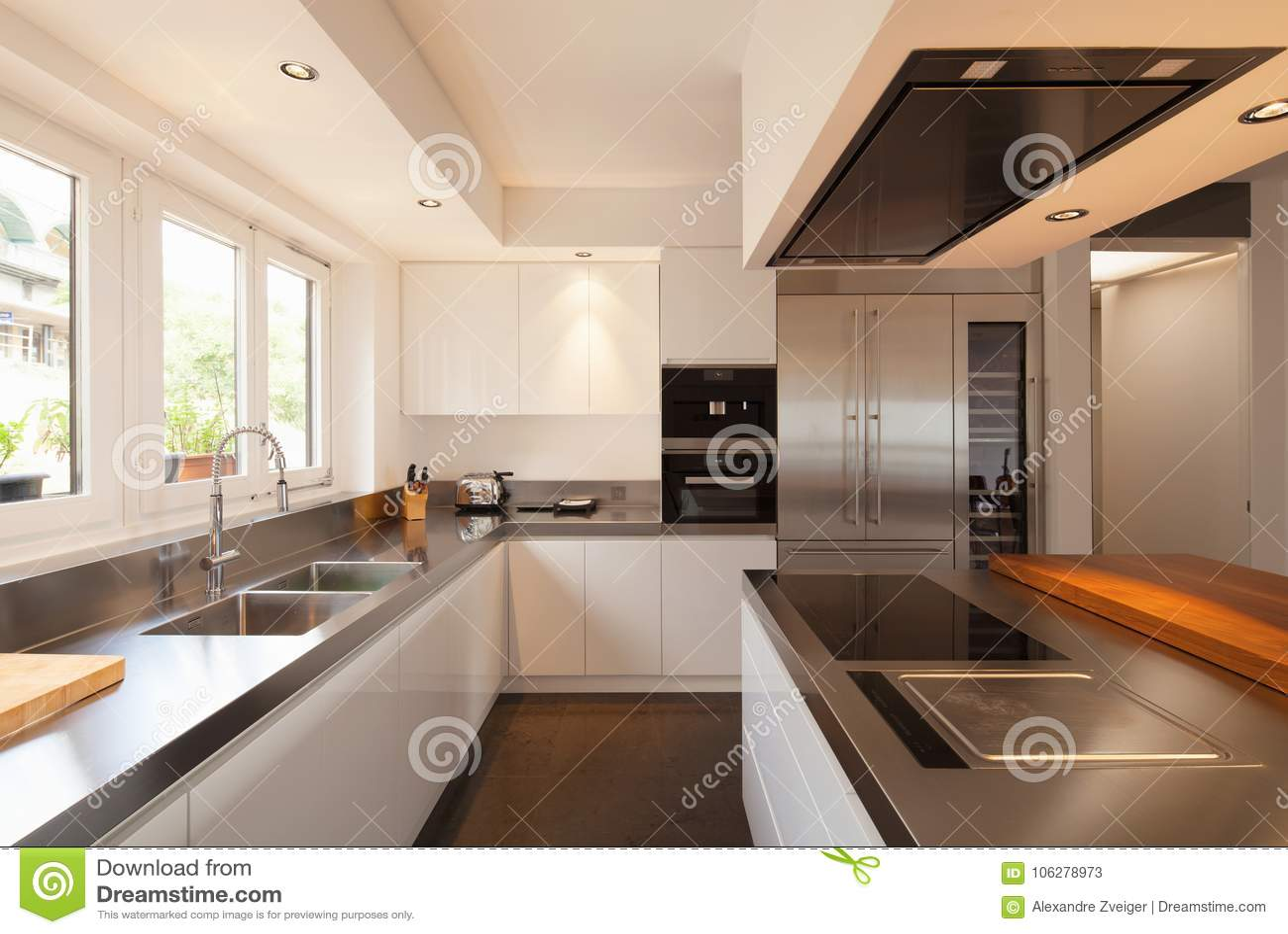 Cuisine Moderne De Plan Rapproche Dans L Appartement De Luxe Image