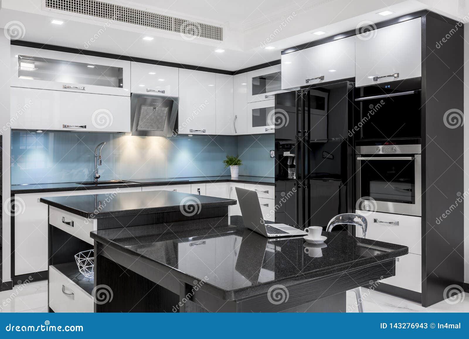 Cuisine Moderne Noire Et Blanche Image Stock Image Du Ordinateur