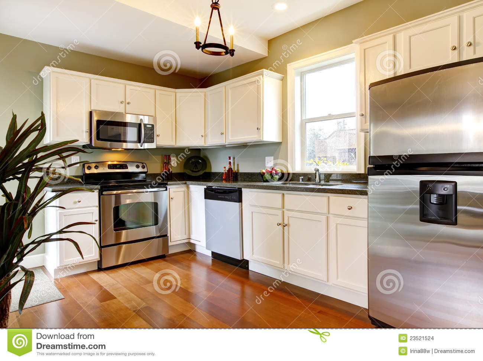 Cuisine neuve blanche et verte classique images stock - Cuisine blanche classique ...