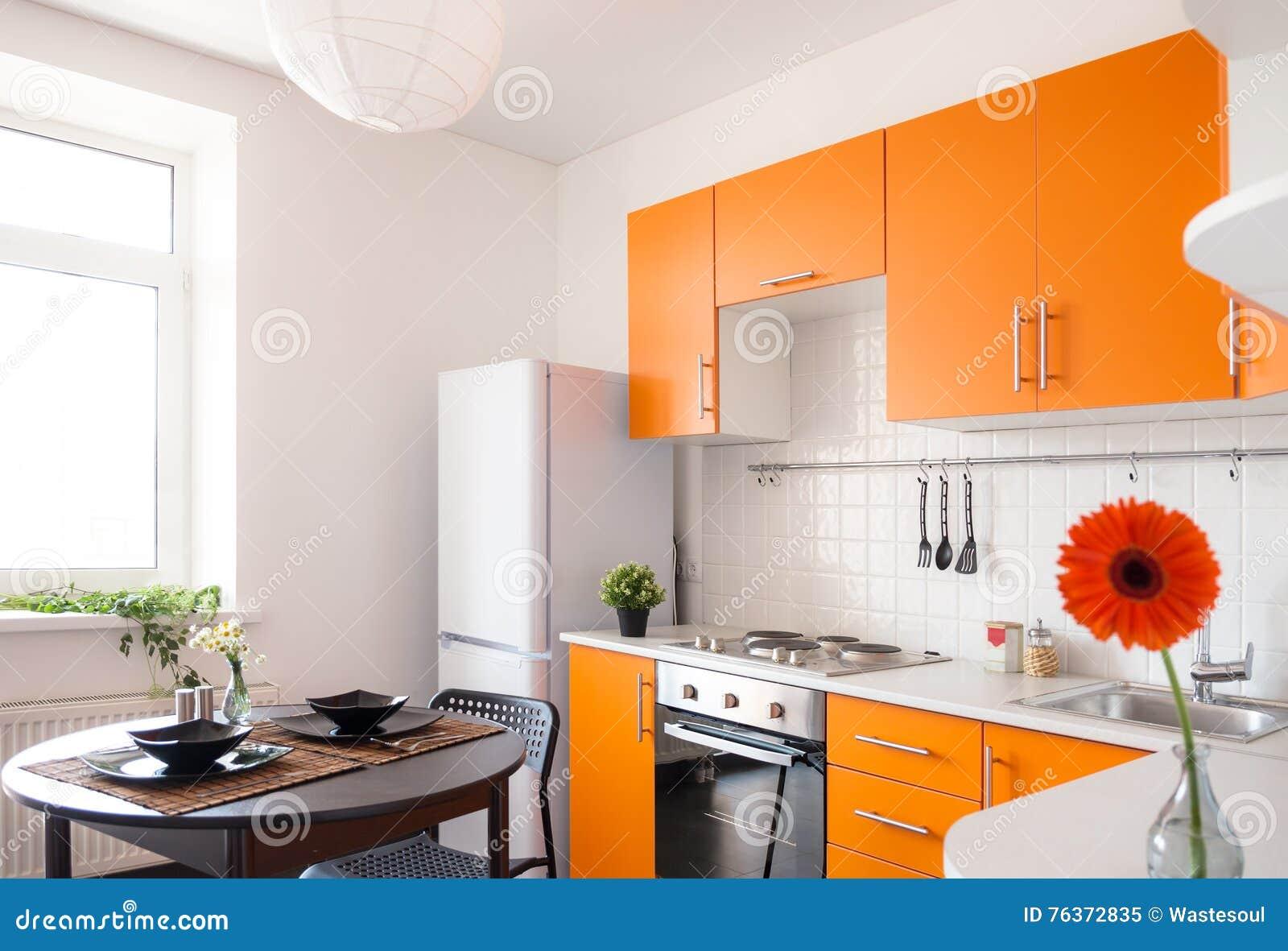 Cuisine Contemporaine Avec Les Meubles Oranges