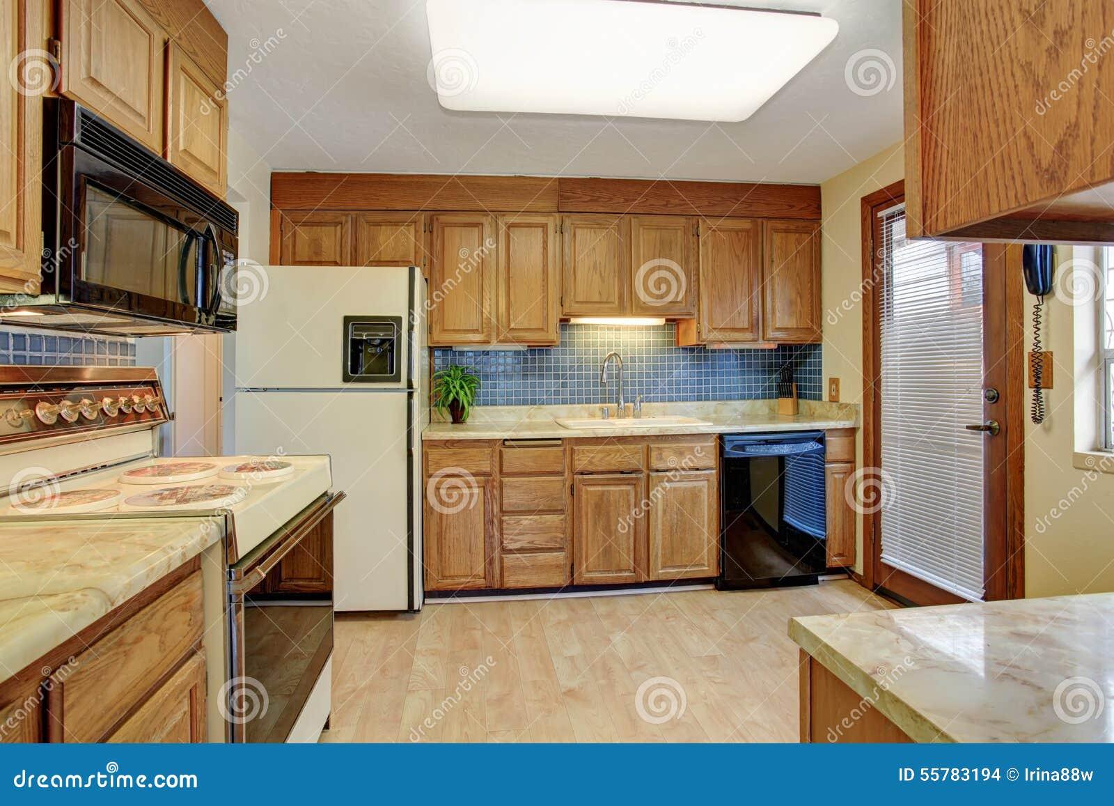 cuisine simple avec le plancher en bois dur photo stock image du tage bois 55783194. Black Bedroom Furniture Sets. Home Design Ideas