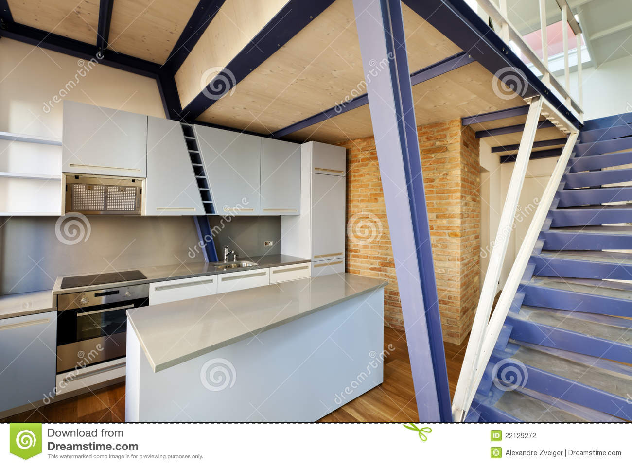 cuisine sous la mezzanine photo stock image du architecture 22129272. Black Bedroom Furniture Sets. Home Design Ideas