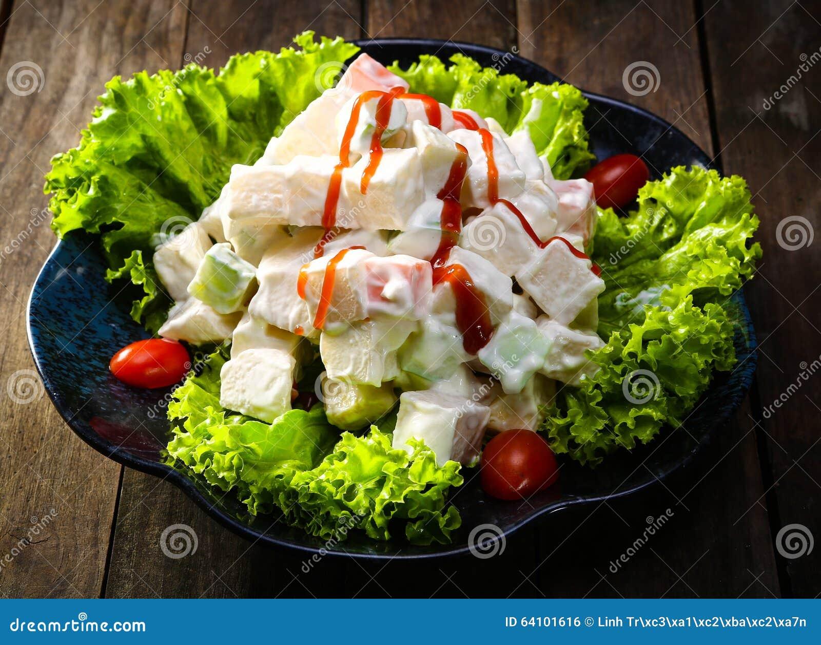 Cuisine traditionnelle salade russe avec le persil et - Cuisine traditionnelle russe ...