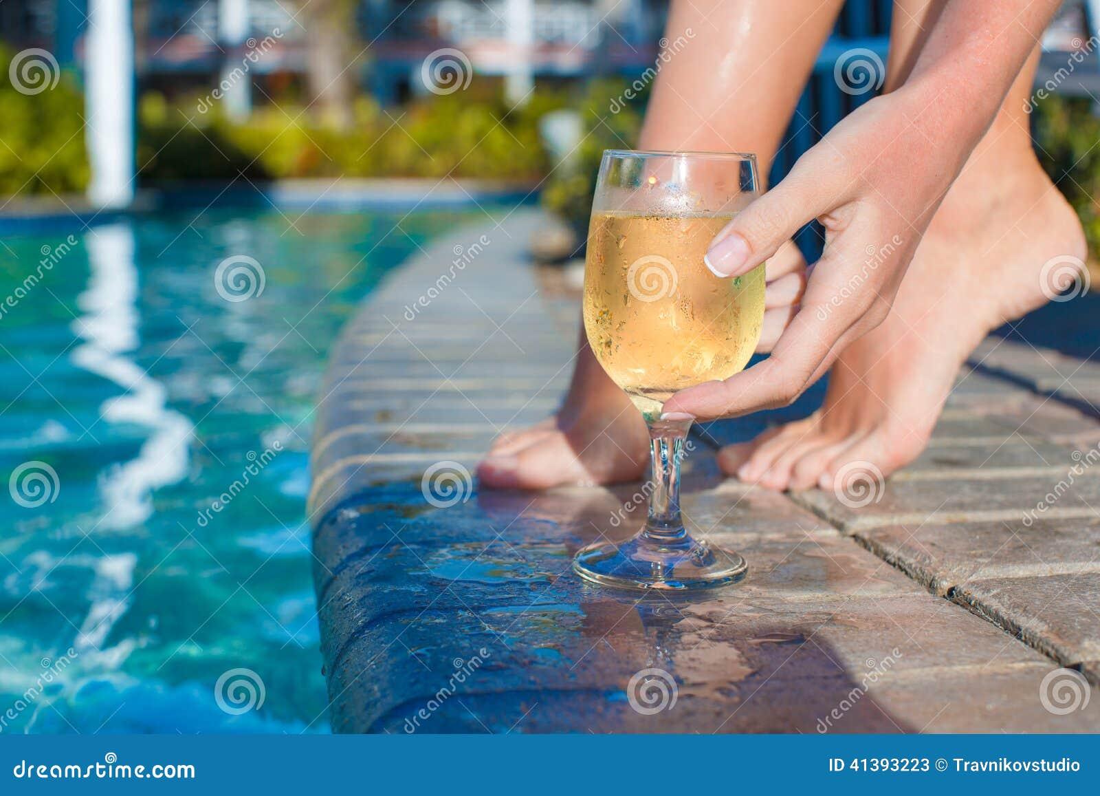 vin blanc piscine