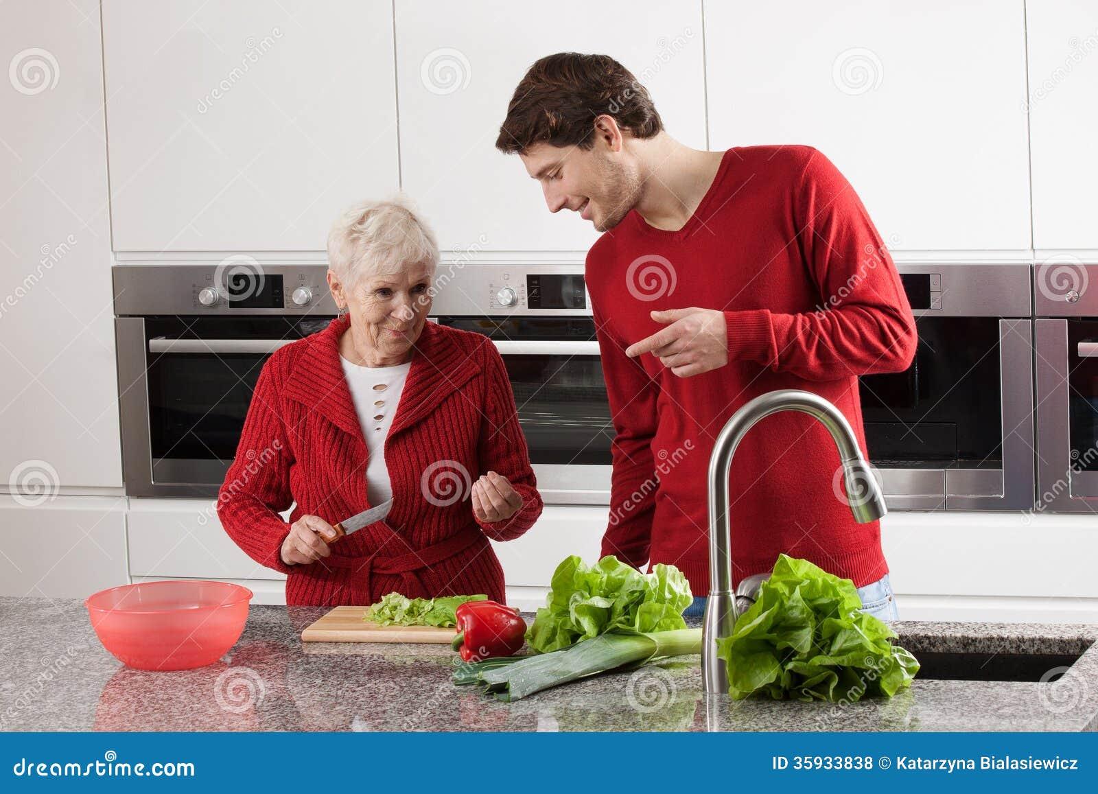Cuisson de grand-maman et de petit-fils