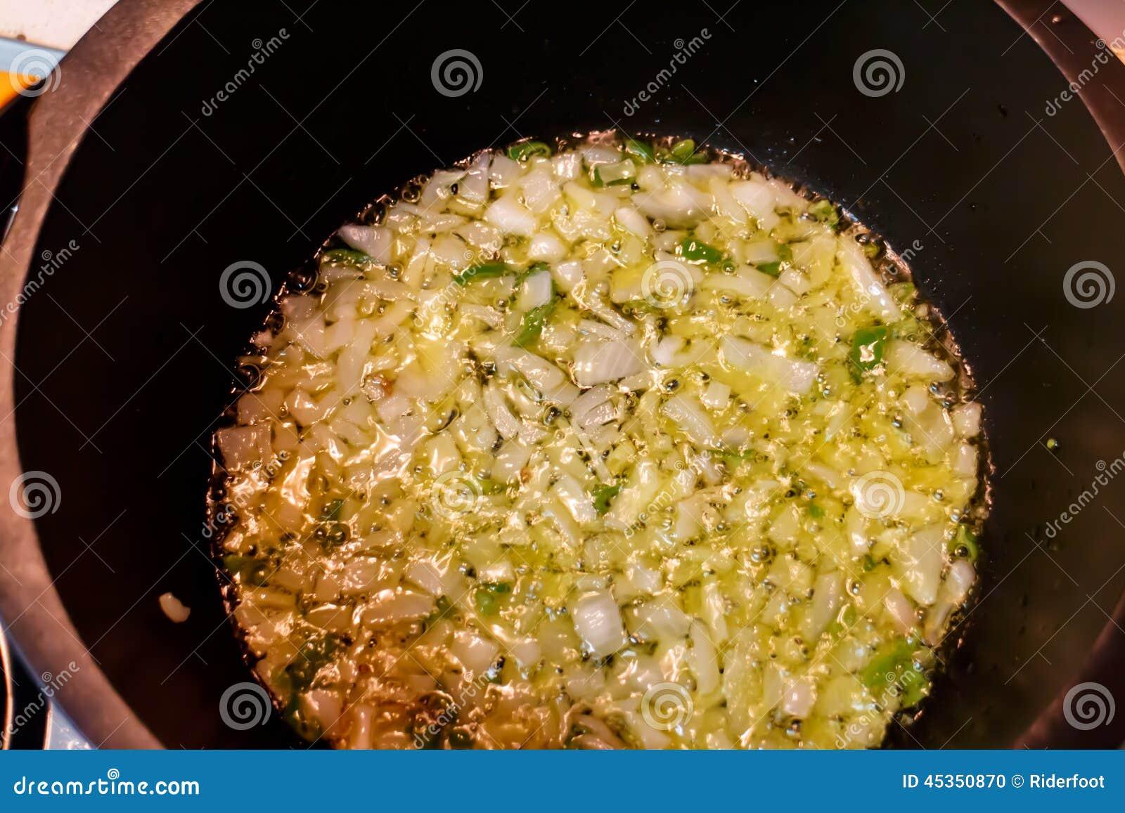 Cuisson de l oignon dans un pot