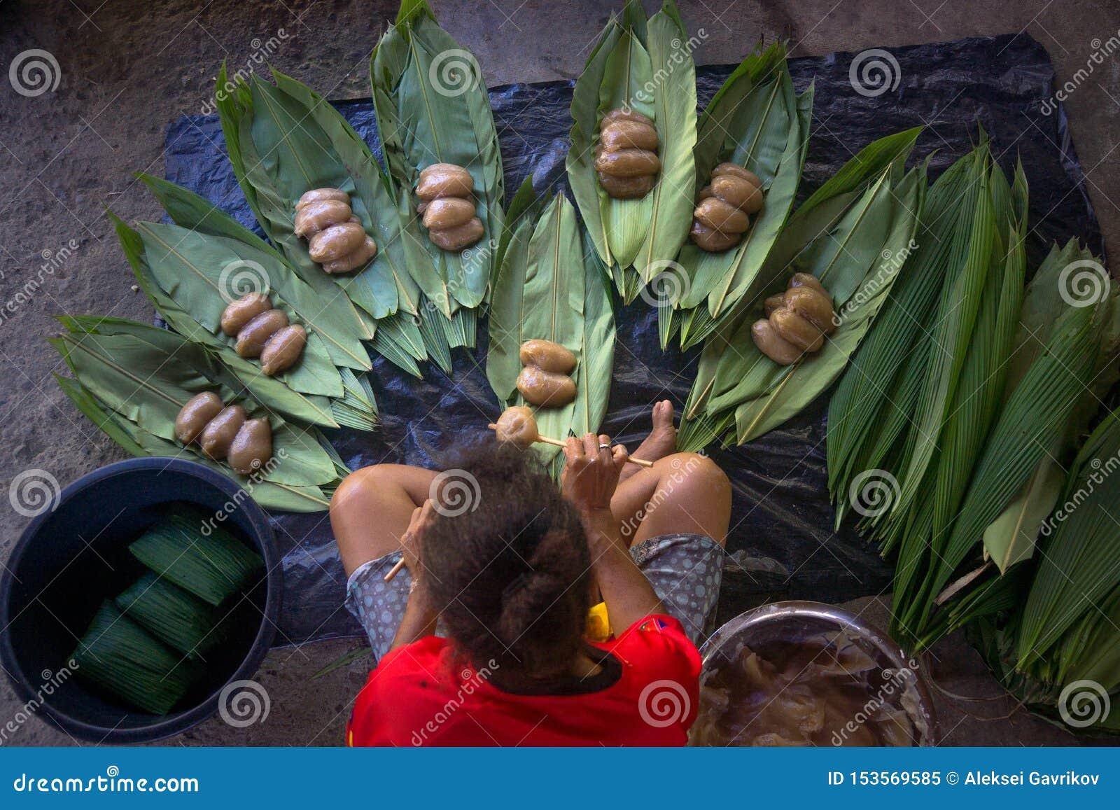 Cuisson du plat traditionnel du png