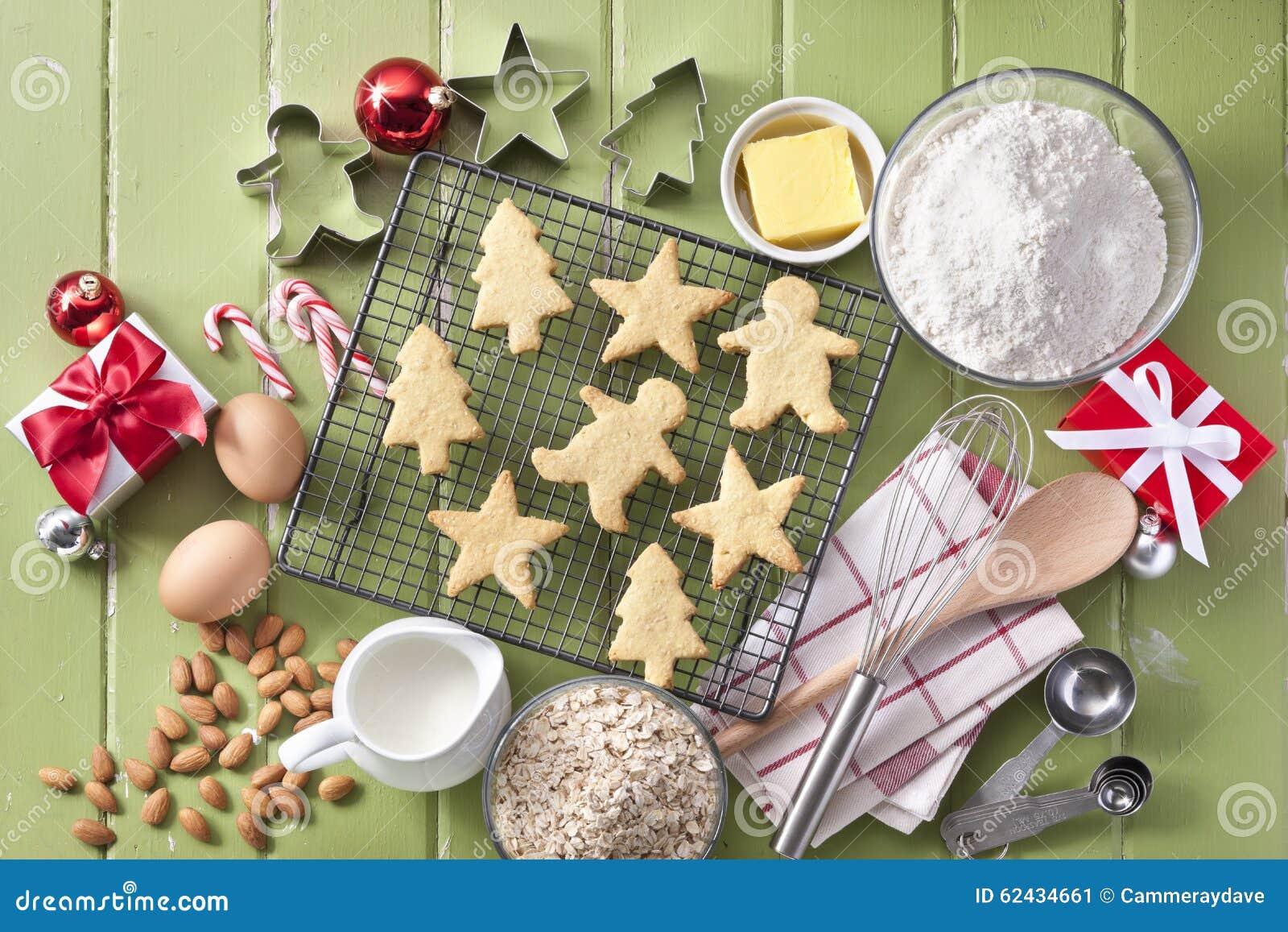 Cuisson verte de biscuits de Noël