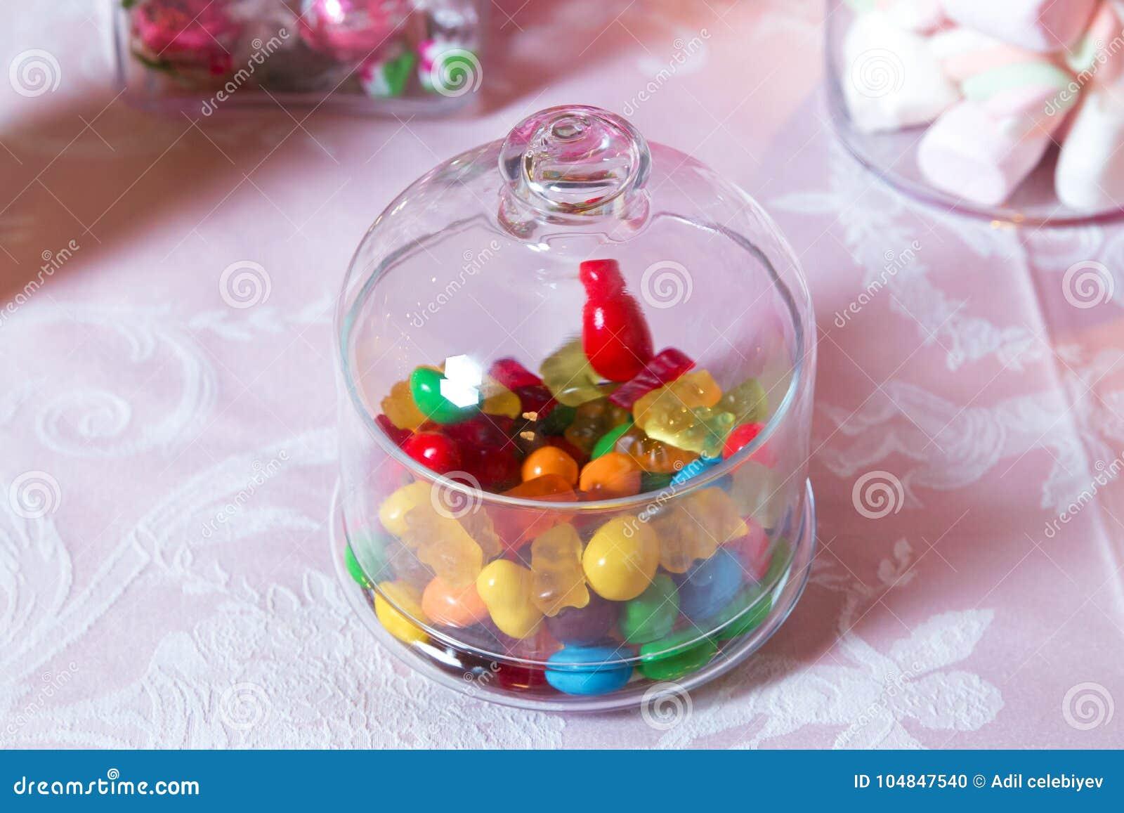 Cukierku bar Round marmoladowa i zaokrąglona czekolada jest bardzo kolorowa