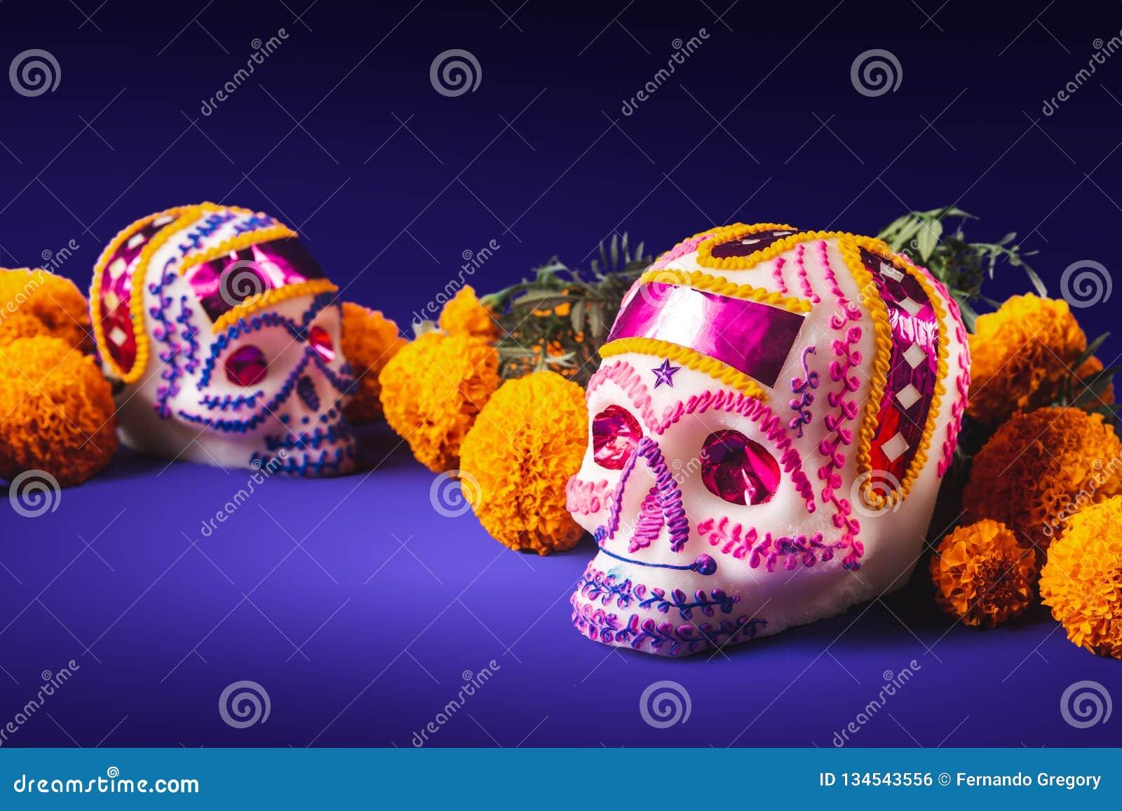 Cukrowe czaszki w purpurowym tle