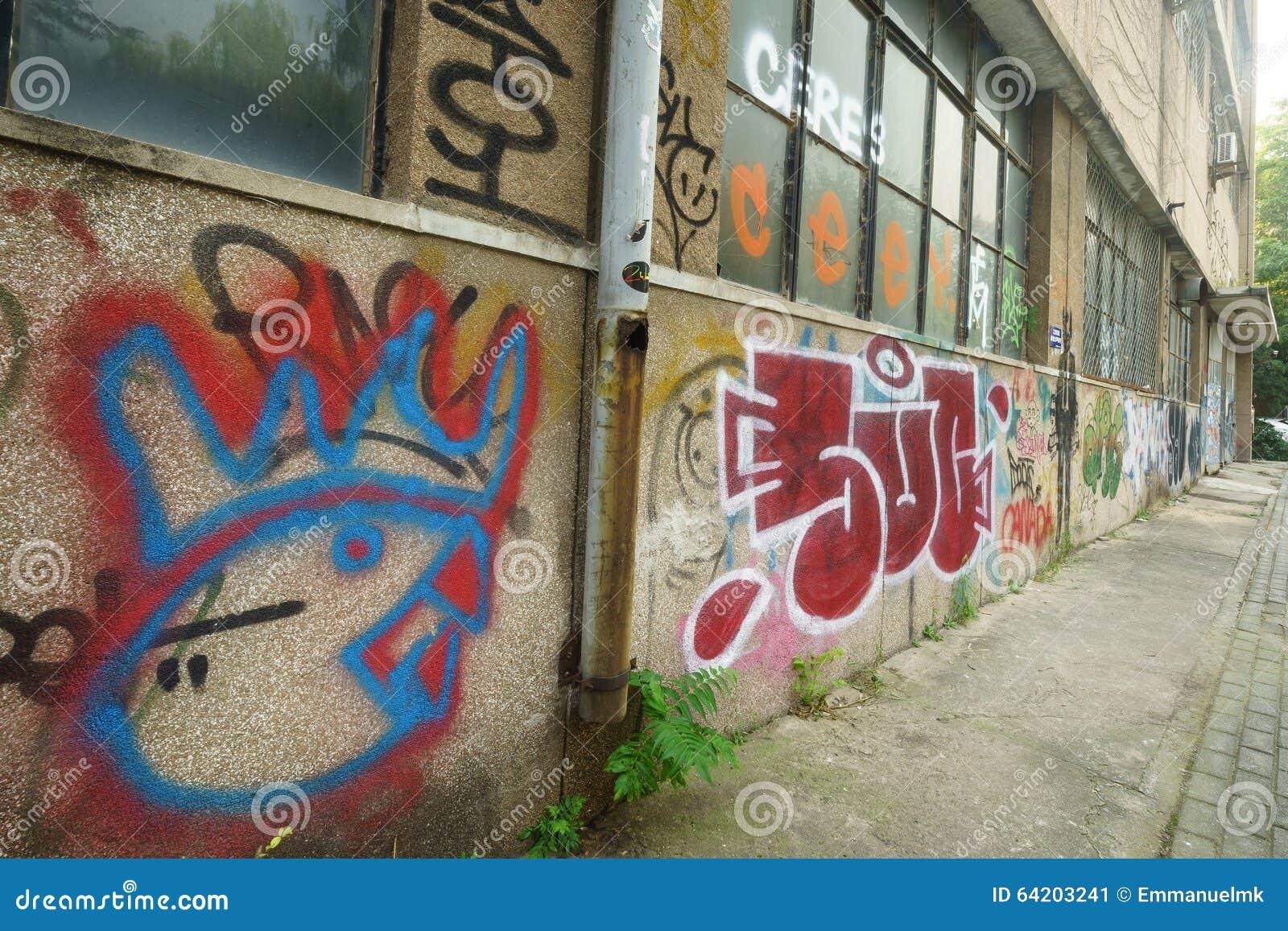 Cultura de la pintada en fábrica del abandono 798
