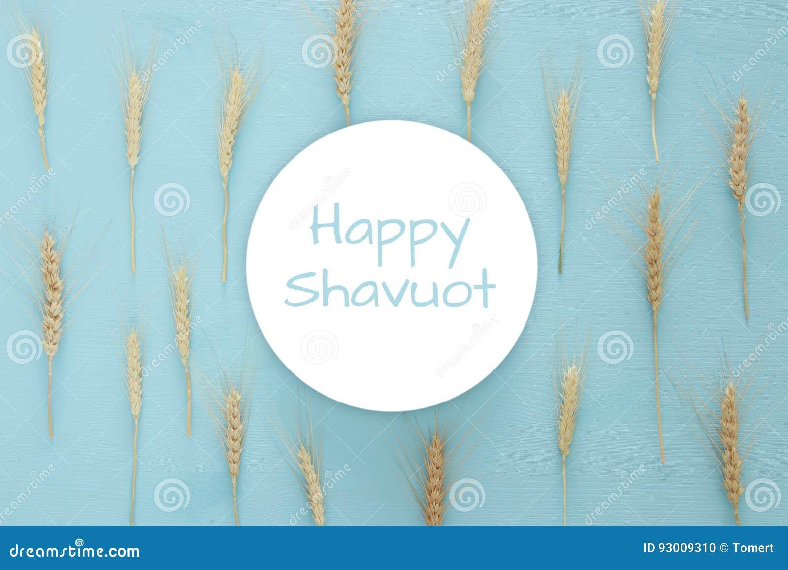 Culture de blé sur la table en bois Symboles des vacances juives - Shavuot
