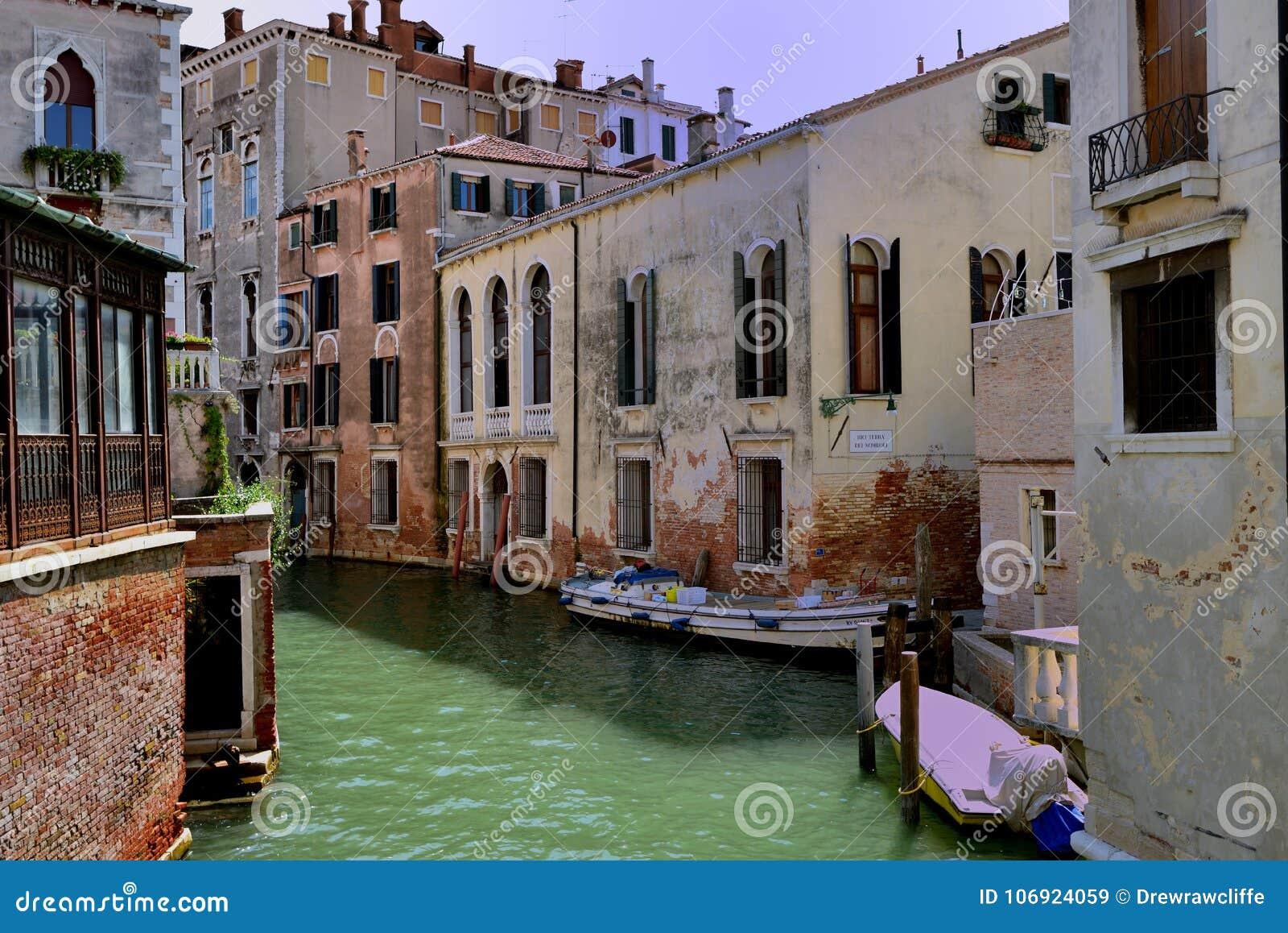 Cumować łodzie i kanał Wenecja