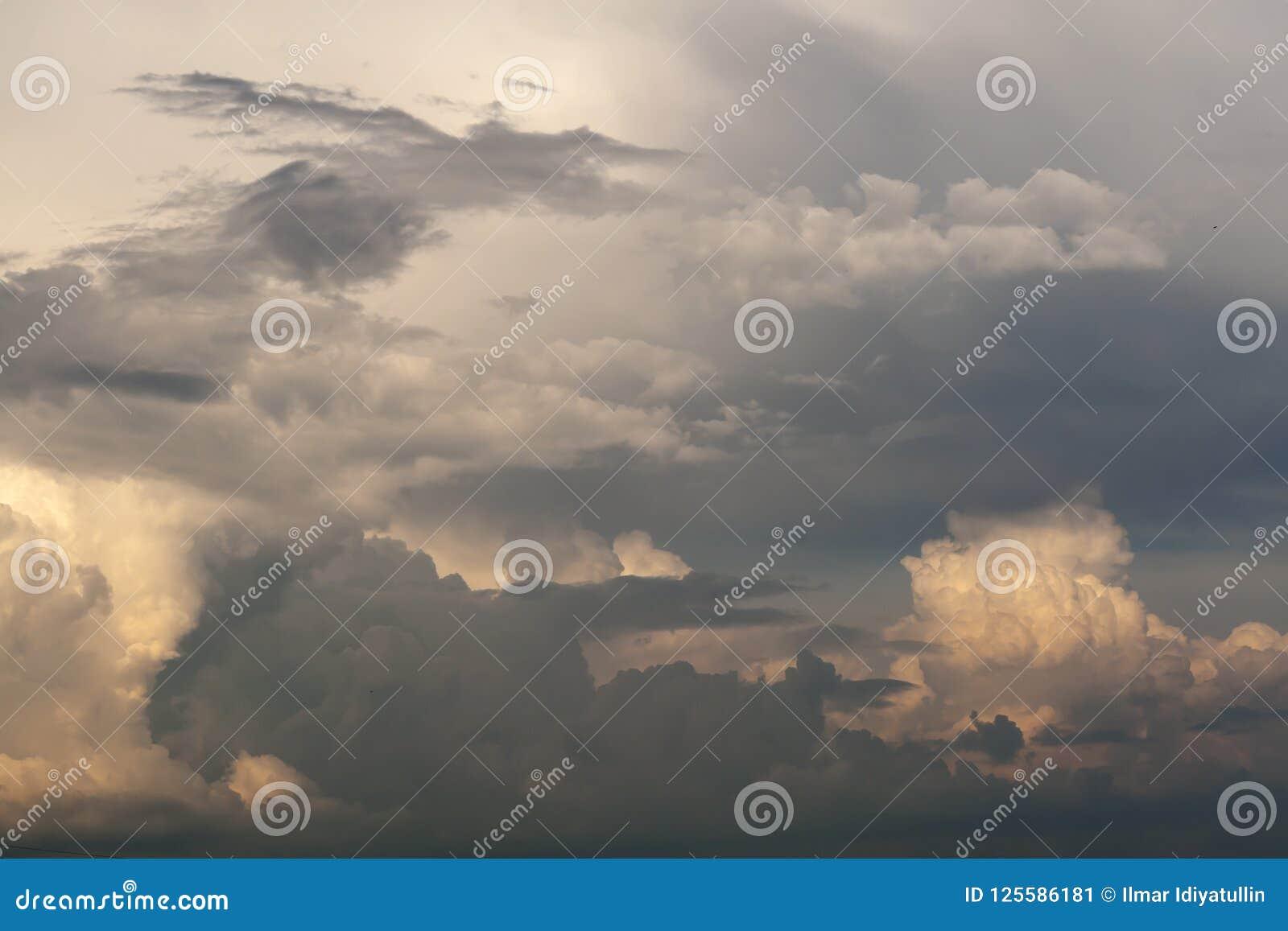 Cumulus dans le dérangement, égalisant le ciel